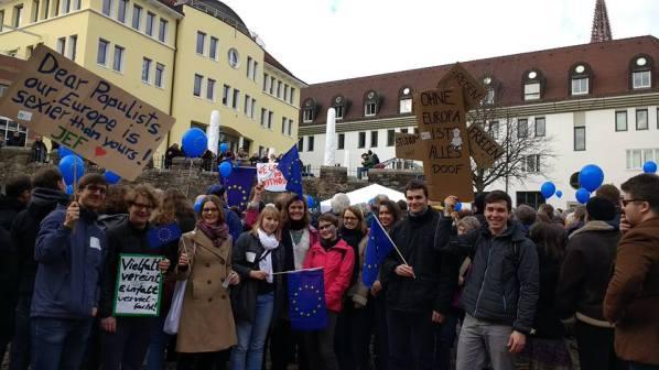 JEF Freiburg: Pulse of Europe - Zeichen setzen für die Zukunft Europas - Freiburg