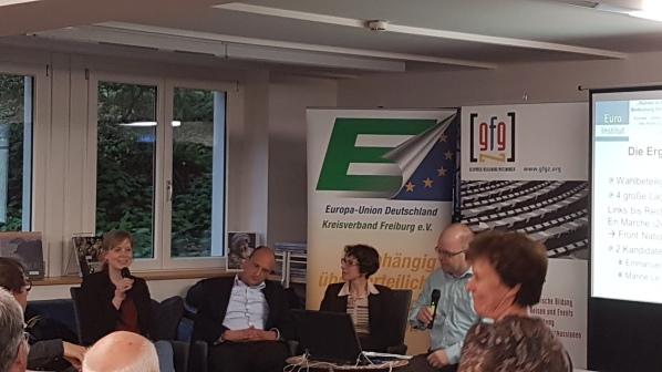 Clémence Haacke, Tobias Fahrländer, Clarisse Kauber v.l. und ganz rechts Christine Fuchs, Leiterin des Info-Point.